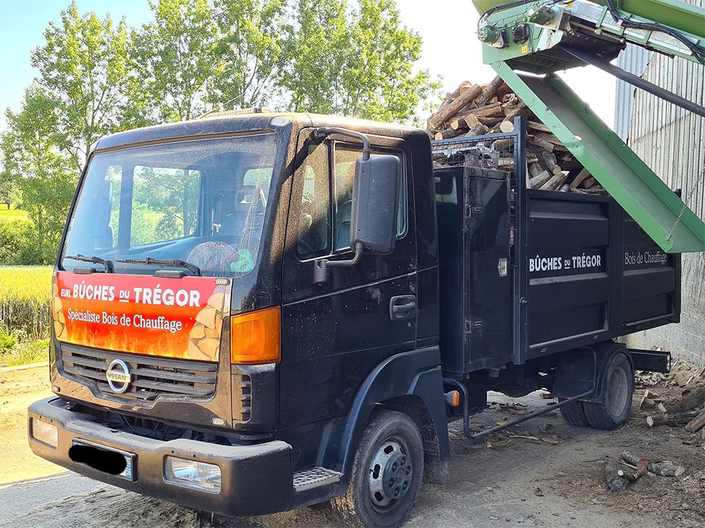 camion-livraison-buches-du-tregor-lannion